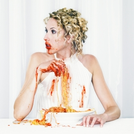 DON´T PLAY WITH FOOD - WHITE # 3 © Hans Keller