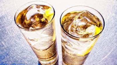 Cantina # 45 | Ron con ginger ale (Longdrink mit Rum und Ginger Ale) © Hans Keller